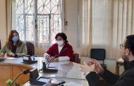 """اجتمعت أ.د / مها حسنى- القائم بعمل عميد كلية الآداب- وأ.د / رشا صالح -القائم بعمل وكيل الكلية لشئون خدمة المجتمع وتنمية البيئة- مع الأستاذ/ عبد الحميد عادل الكاشف- مسئول البرامج بمؤسسة """"التعليم من أجل التوظيف – مصر"""""""